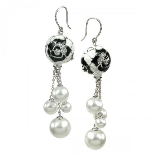Belle Etoile Botanique Pearl Black Earrings